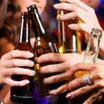 Alcol cresce il consumo tra i giovani e nei weekend