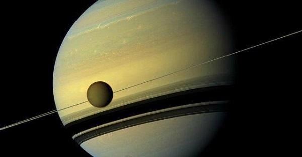 Saturno, sul satellite Encelado la vita è possibile: l'annuncio della Nasa