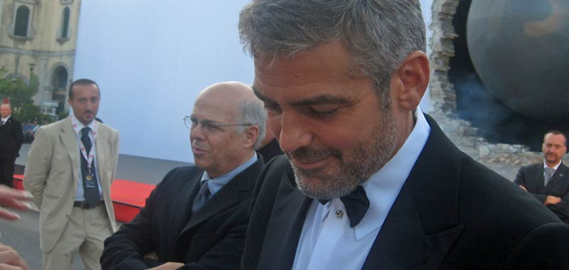 Halloween, George Clooney ammette stavo a casa a cambiare pannolini
