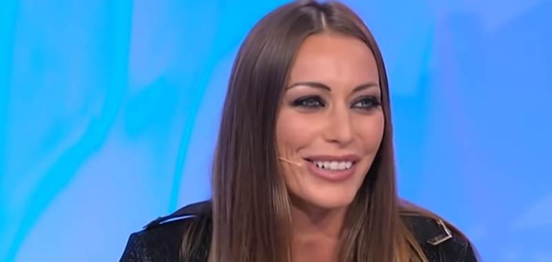 Karina Cascella difende la Caracciolo da odio delle haters