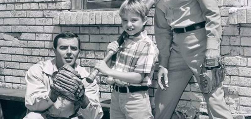 Ken Berry, morto a 85 anni il protagonista di Herbie maggiolino tutto matto