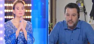 Matteo Salvini prega in diretta nazionale a Live-Non e la DUrso
