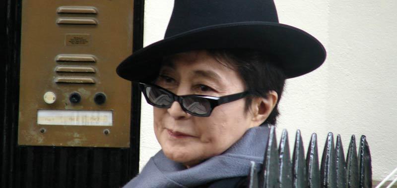 Yoko Ono contro ex assistente di John Lennon
