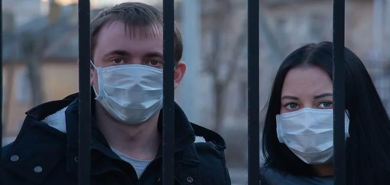 indossare mascherine non solo in presenza di altre persone